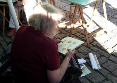 Künstlerin Gudrun Hurd aus Neumarkt malte florale Motive.